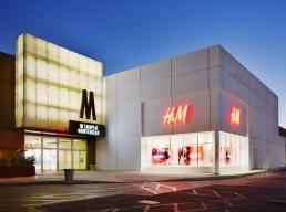 HM-shops-montebello-eye-people